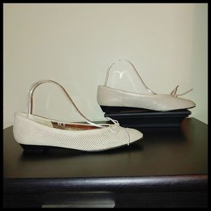 Joan & David Cream Flats 8.5